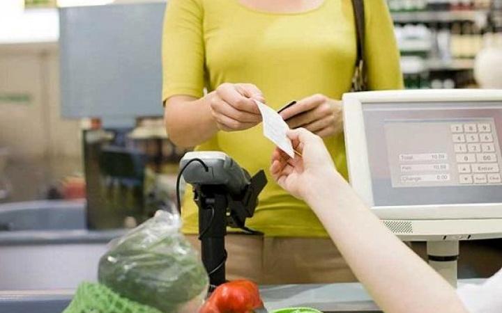 Отложенный чековый документ помогает сохранить спокойствие покупателей, стоящих в очереди