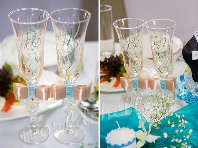 Свадебные бокалы украшенные атласными лентами