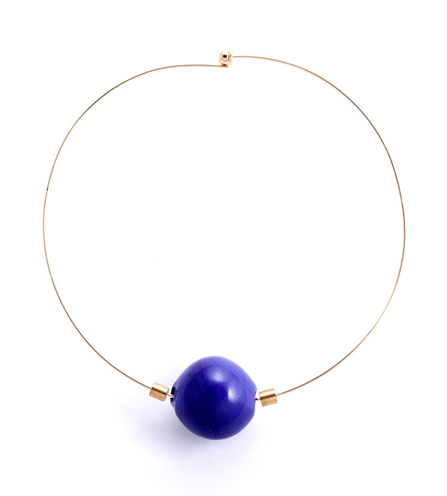 купите минималистичное колье с синей бусиной из стекла от Pili Collado