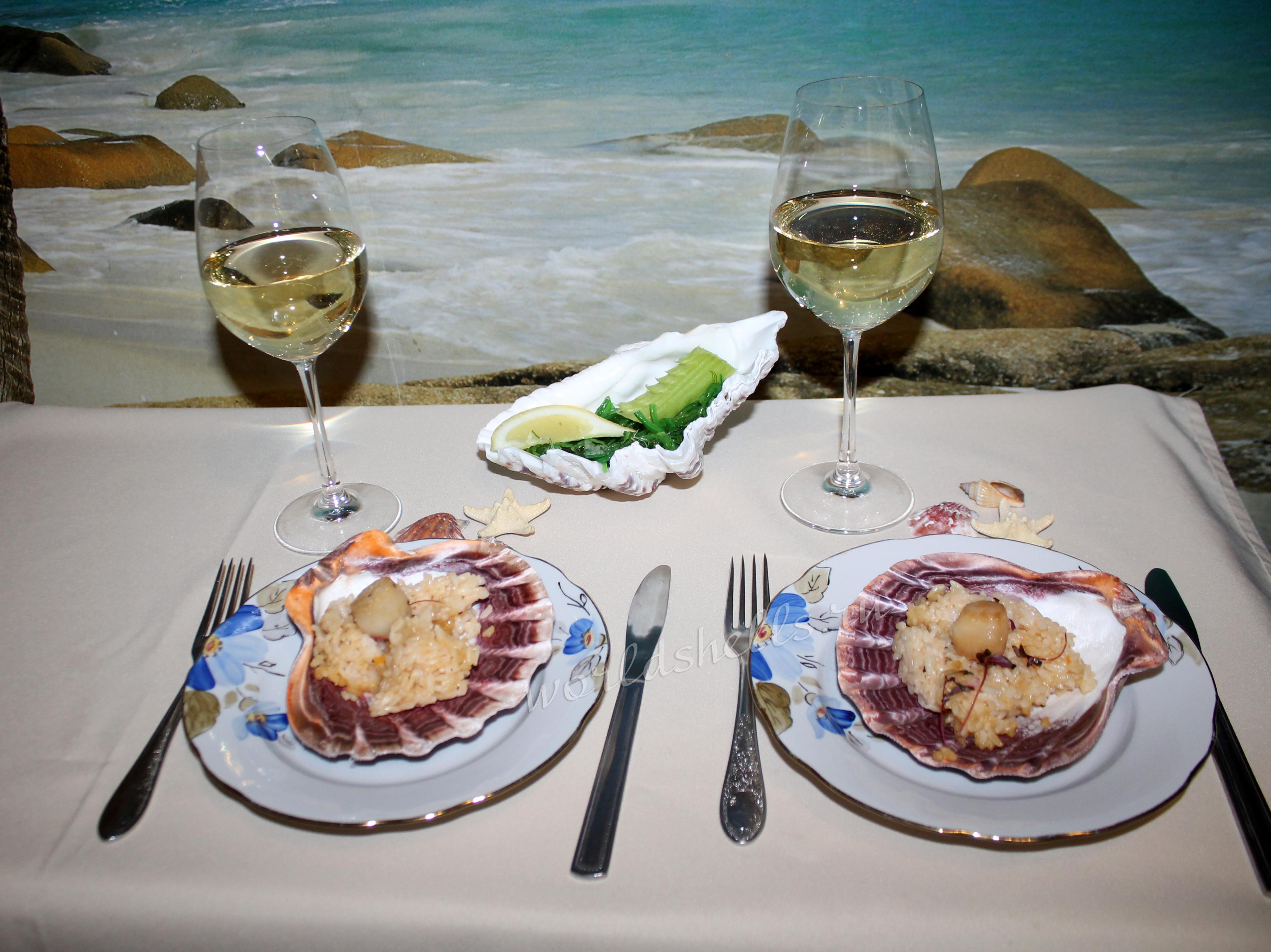 Подача морепродуктов и сервировка стола