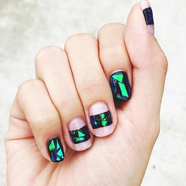 broken_glass_nails_tutorial.jpg