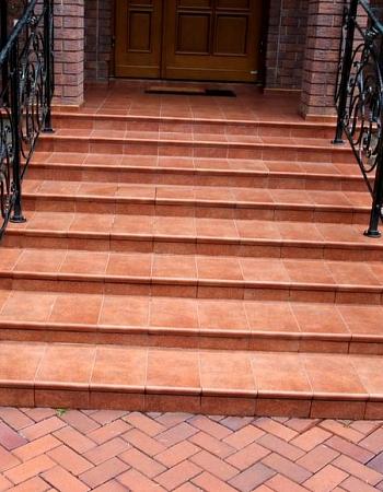 Полимерпесчаная лестница ступени