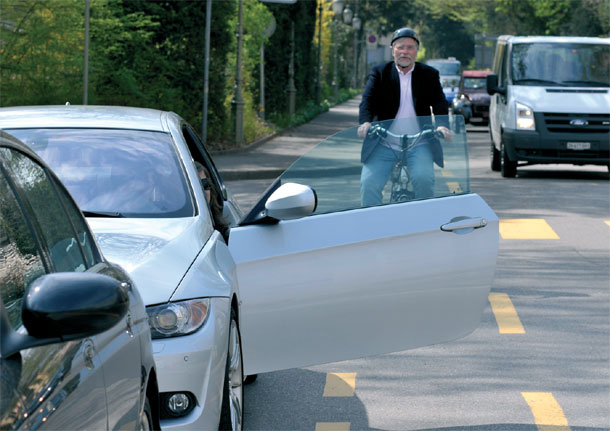 Распространенная причина ДТП - открытая перед велосипедистом дверь авто
