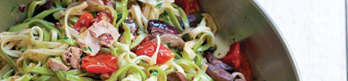 Итальянская кухня. Рецепт Тальятелле Арлекино с тунцом, спаржей и грибами