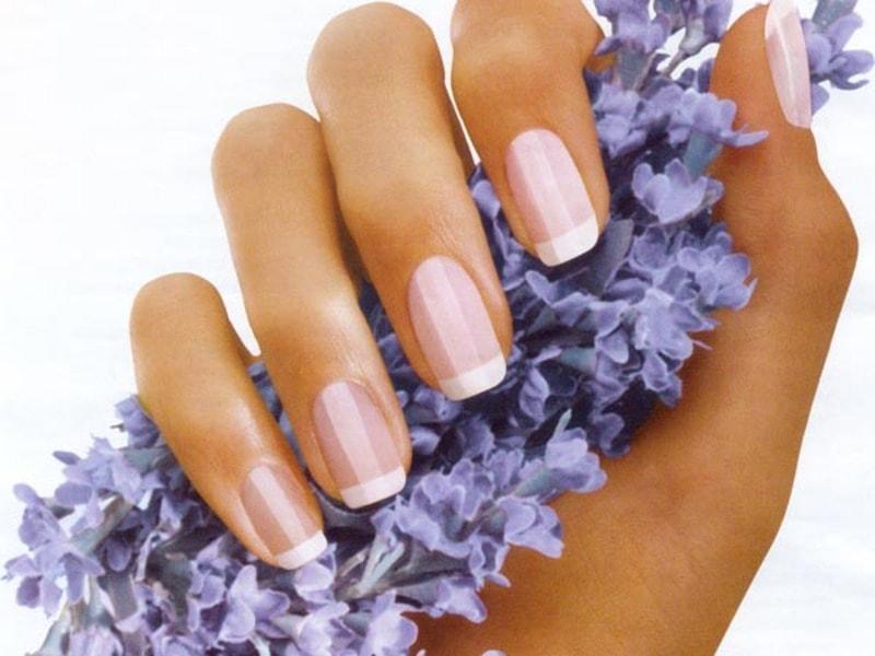Наращивание ногтей популярно среди женщин любого возраста