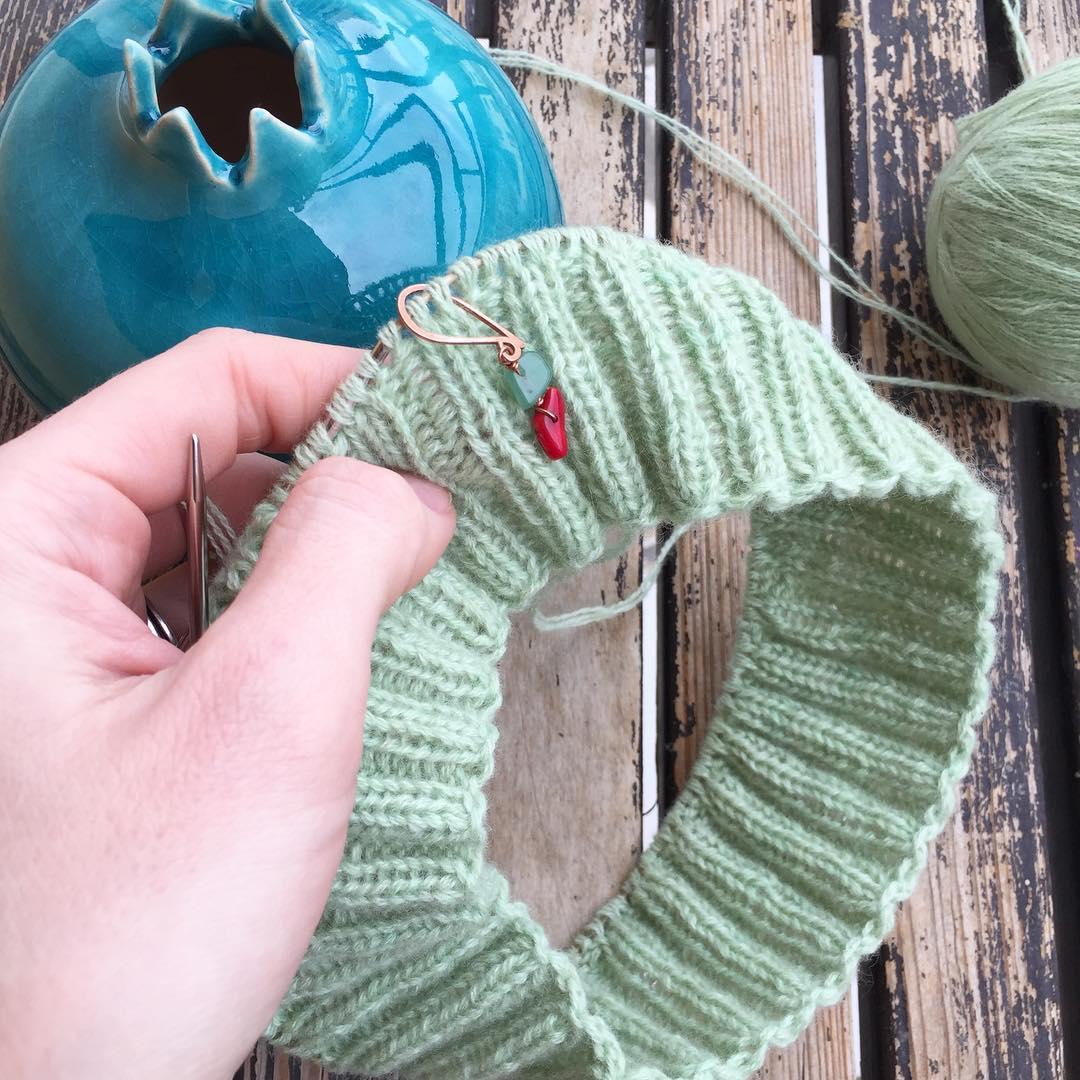 вязание шапки из монгольского кашемира