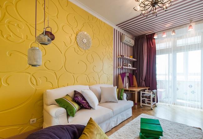 Потолочный плинтус для стен с рельефным орнаментом