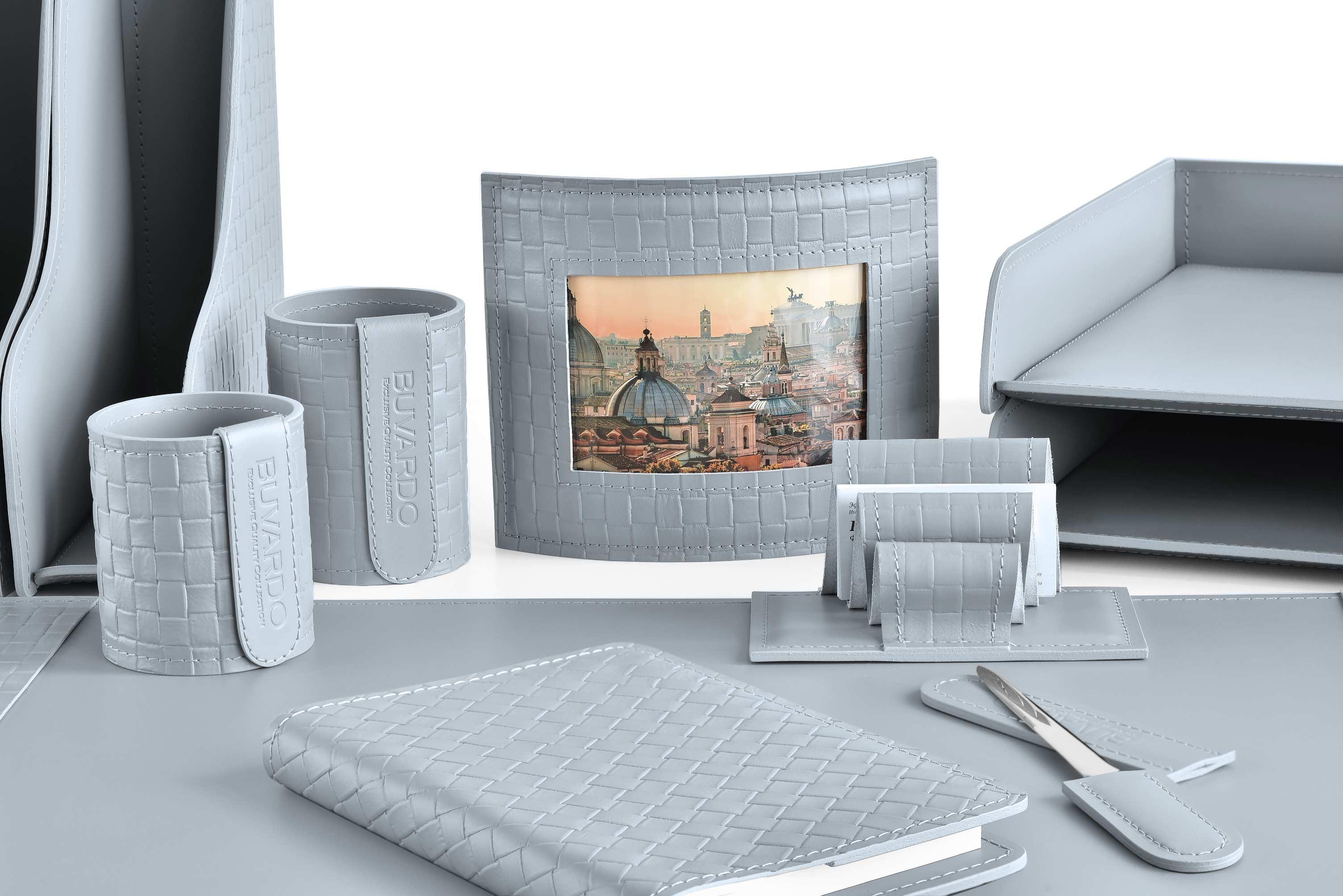 Набор на стол из 15 предметов из серой кожи Cuoietto с тиснением intrecciato: