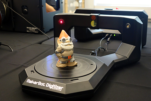 335555-first-look-at-the-makerbot-digitizer-desktop-3d-scanner-gnome.jpg
