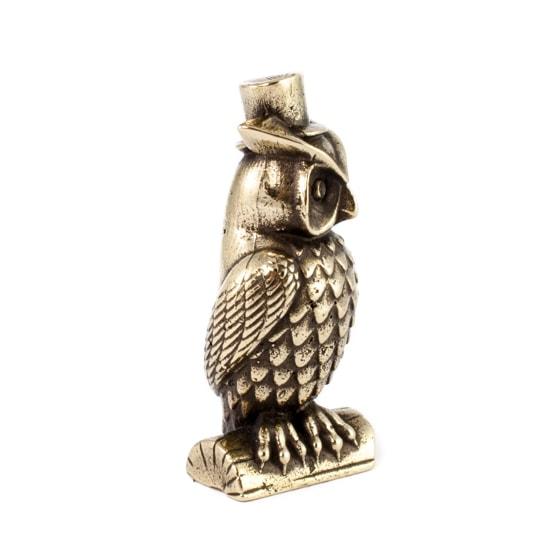 Фигурка совы в шляпе, вид слева