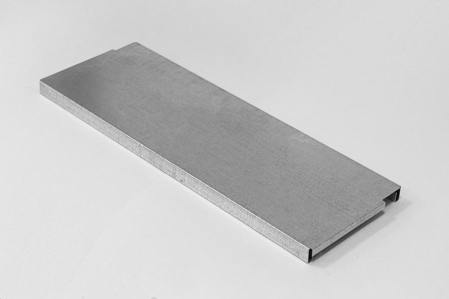 Цельнометаллическая полка из оцинкованной стали глубиной 200 мм