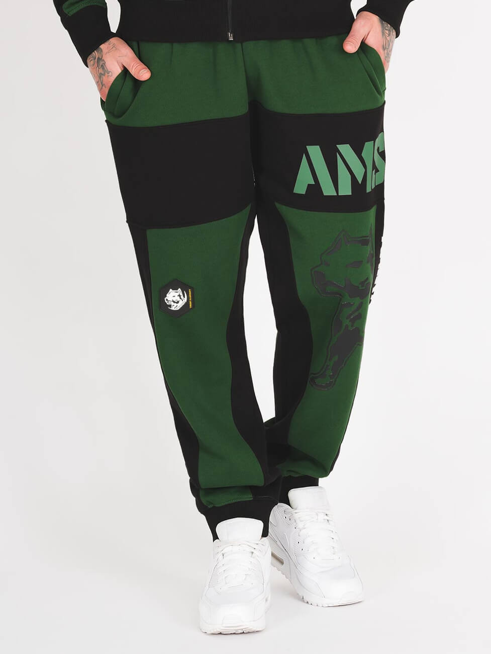 Темно зеленый спортивный костюм - фото брюк спереди