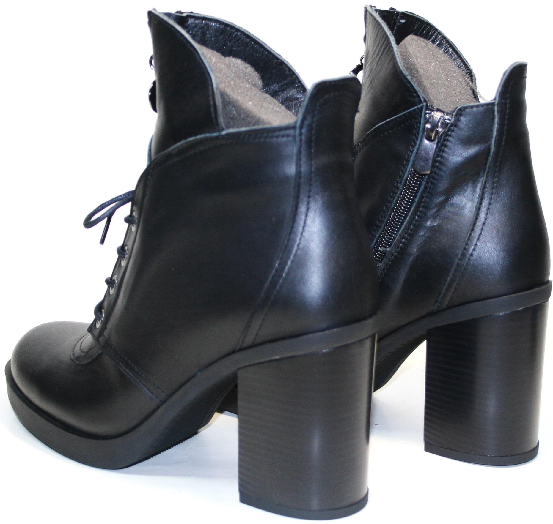 Стильно смотрятся как с брюками, так и с платьем. Черные ботильоны подойдут под осенний образ, предназначены для носки с первых дней осени до весенних оттепелей, кроме морозных дней.