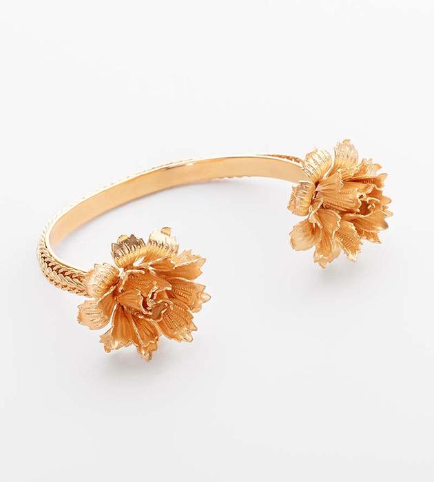 эффектный  браслет Flower с цветами от Beatriz Palacios