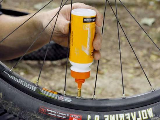 Заливка герметика в камеру велосипеда