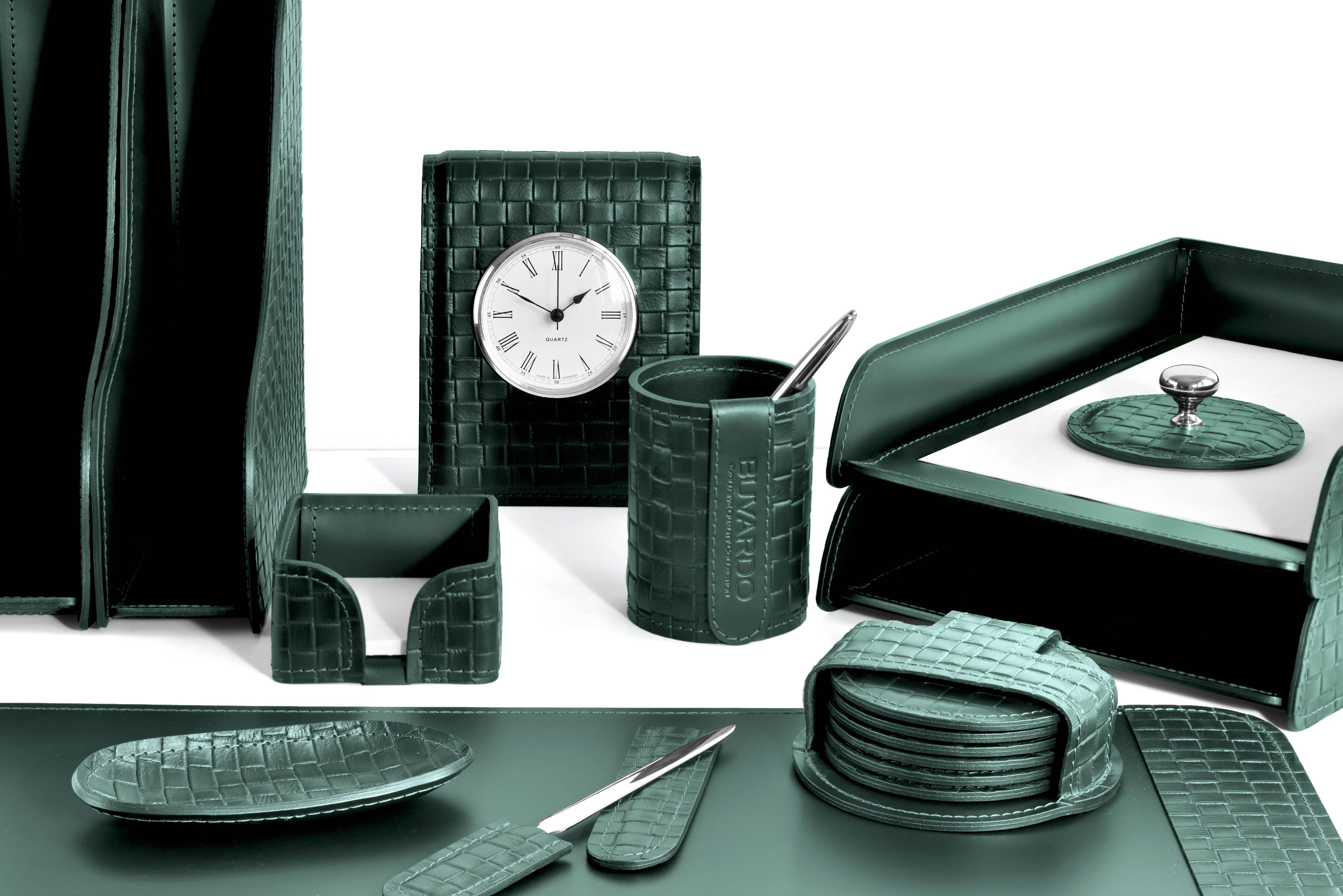 Набор руководителя  на стол из 12 предметов из зеленой кожи  с отделкой из тисненой кожи