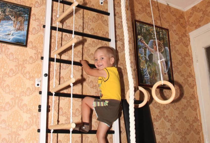 Нужна ли шведская стенка ребенку дома?