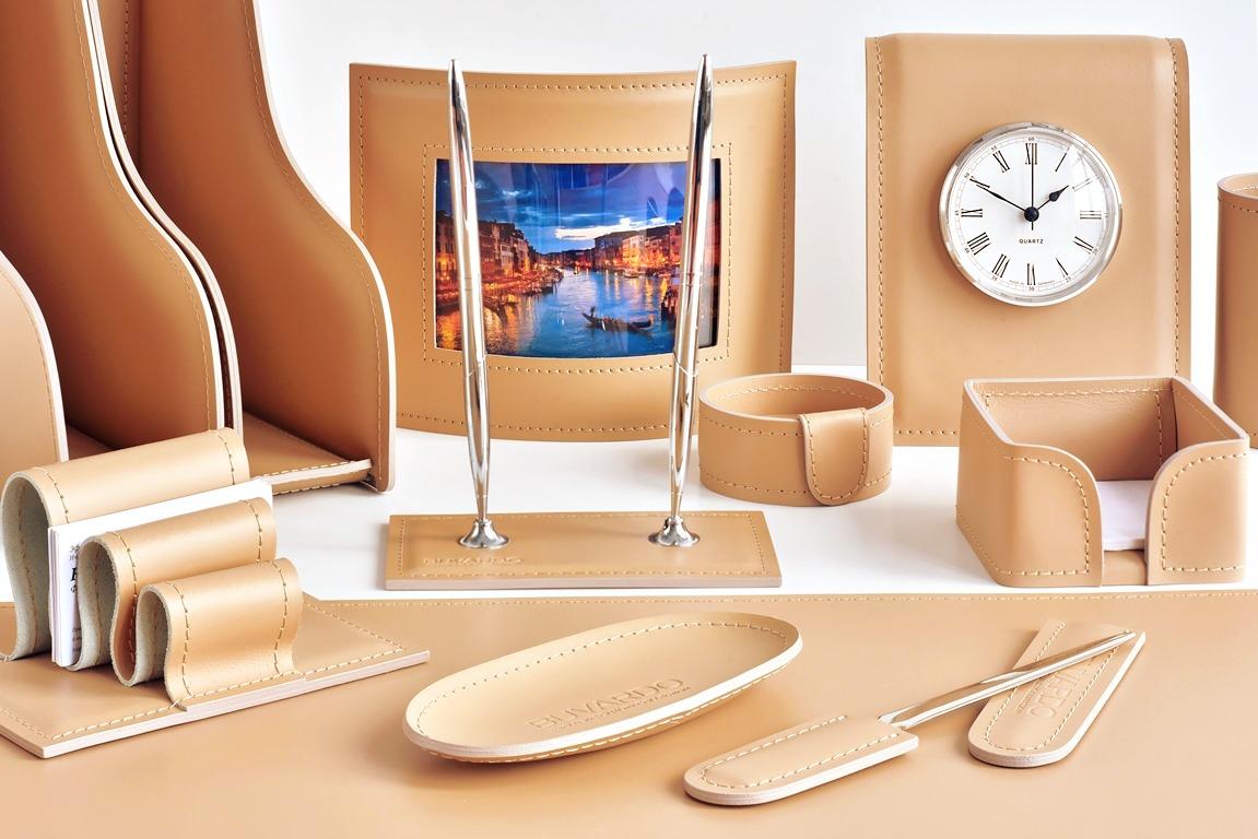 Набор на стол из 14 предметов из натуральной кожи Cuoiettobuvardo vipnabor