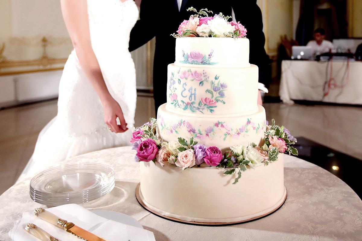 Свадебный торт —  центральное украшение праздника