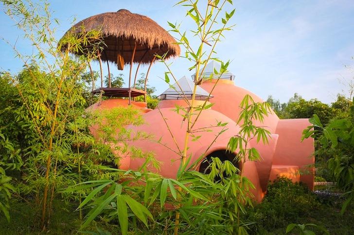 купольный дом в Тайланде.