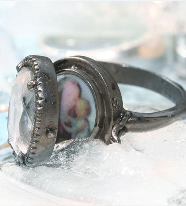 кольцо-локет в винтажном стиле Small Chevaliere от Miss Bibi