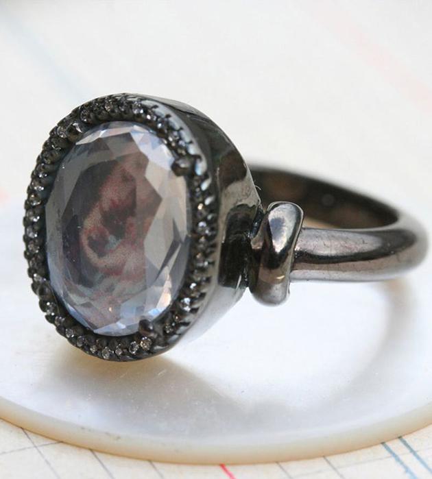 купите кольцо с прозрачным кристаллом от Miss Bibi - Small Chevaliere with hinge