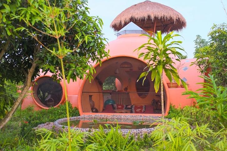 бассейн в купольном доме