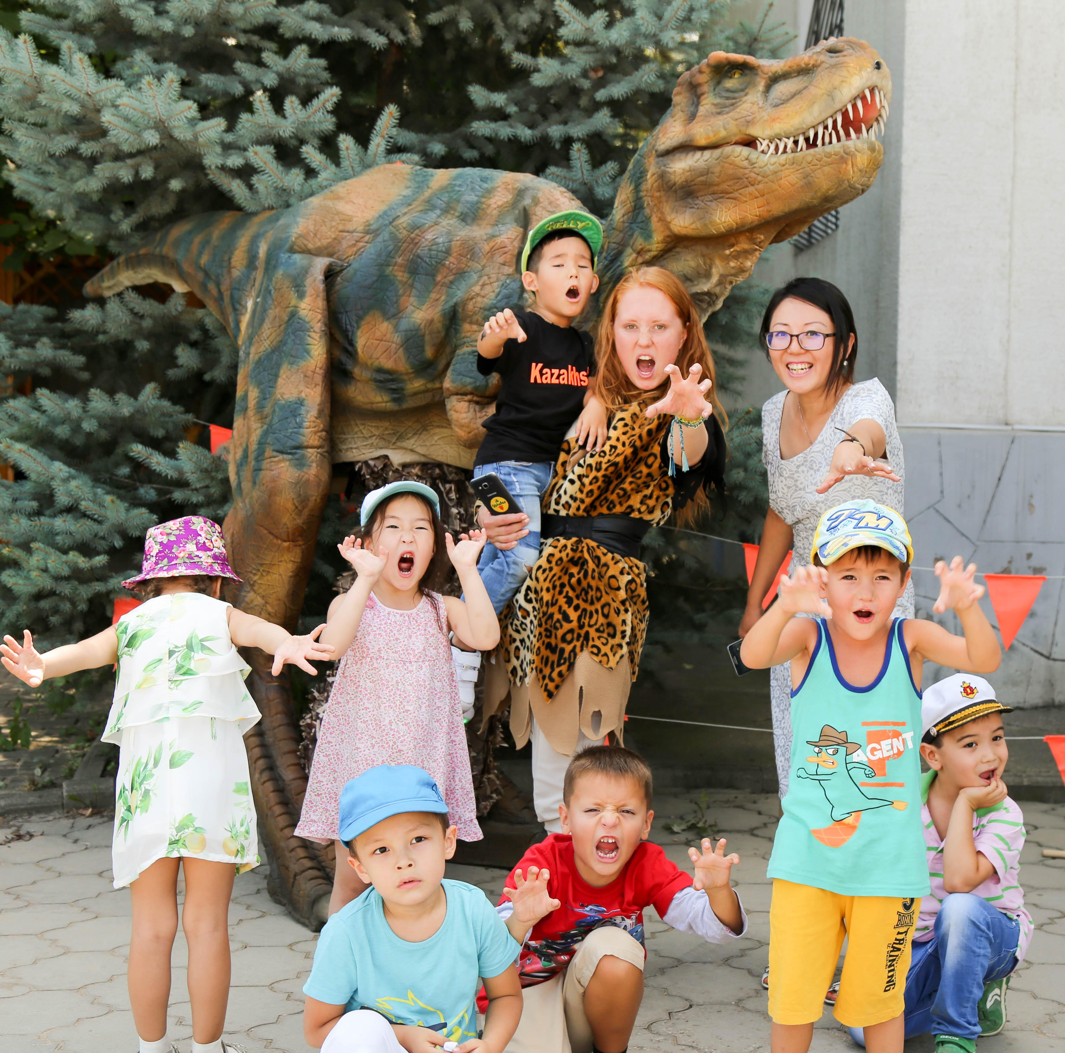 Динозавр_в_Алматы.jpg