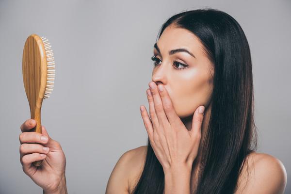 Выпадение волос: как справиться с проблемой?