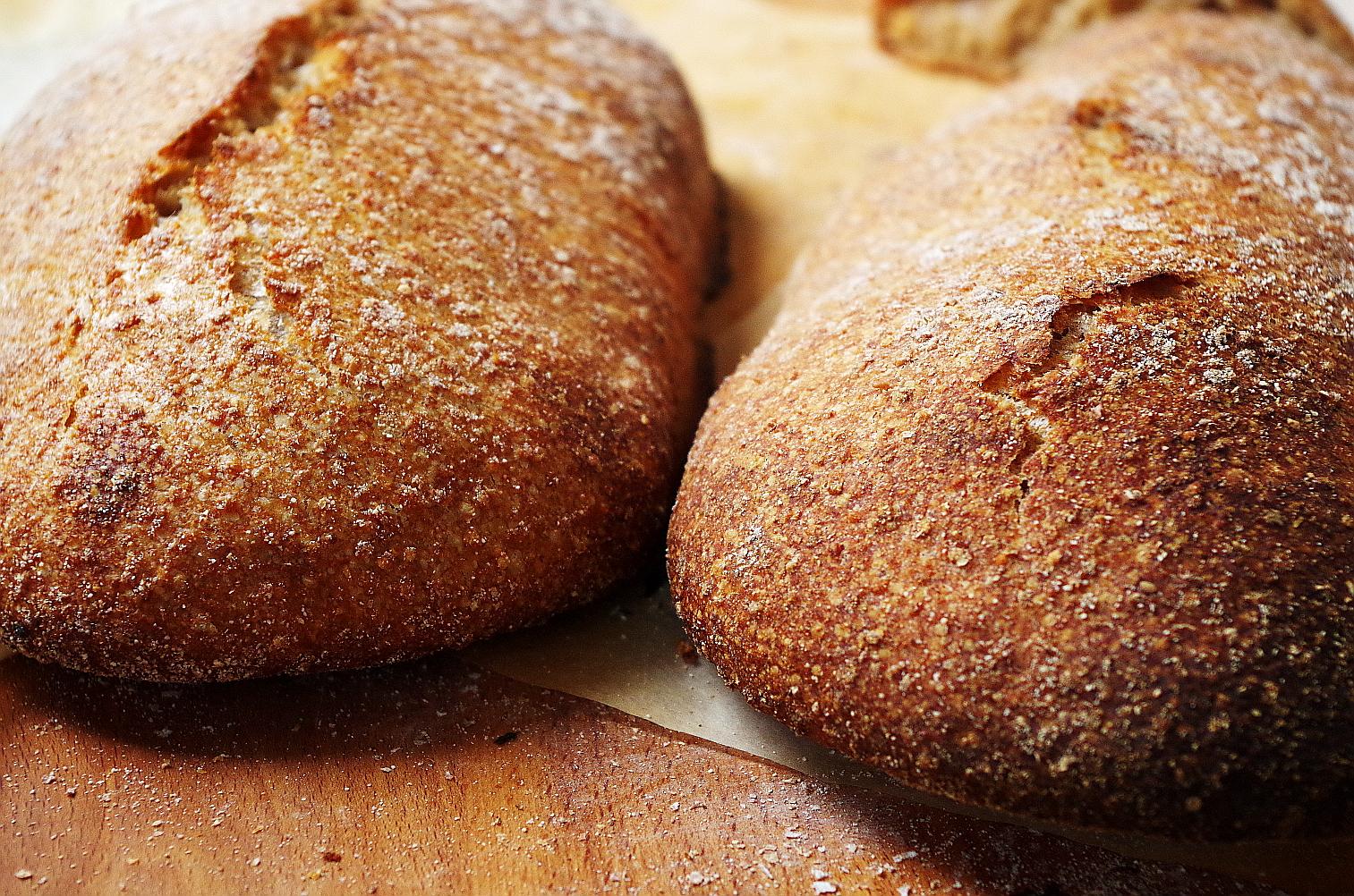 сежеиспеченный хлеб