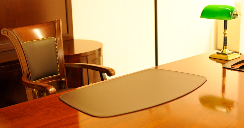 Бювары накладки на стол руководителя в ассортименте форм и размеров.
