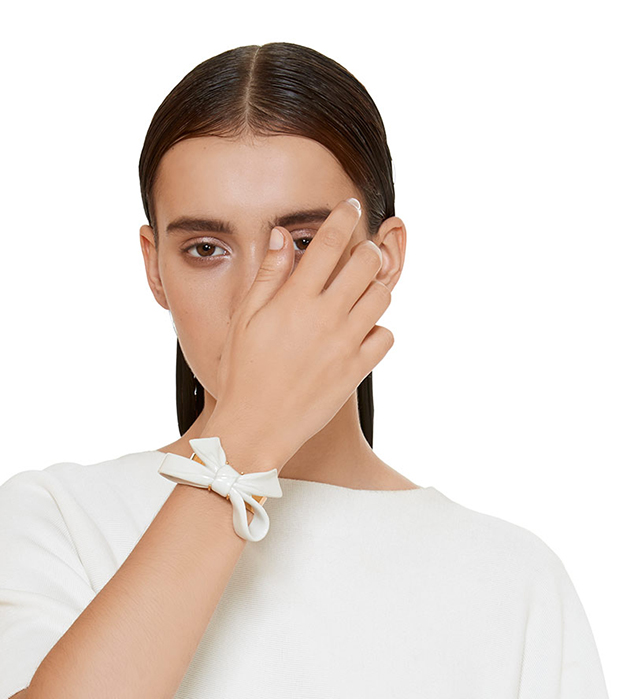 купите белоснежно-золотистый браслет Bow White от ANDRES GALLARDO