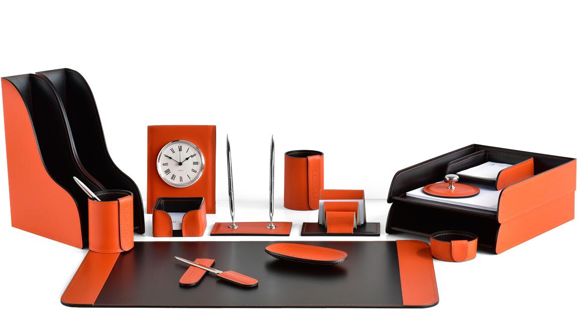 Наборы руководителя из итальянской кожи цвет оранжевый-шоколад.
