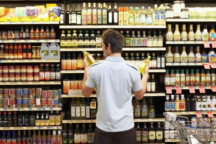 Проверка выкладки и наличия товара на полках магазина
