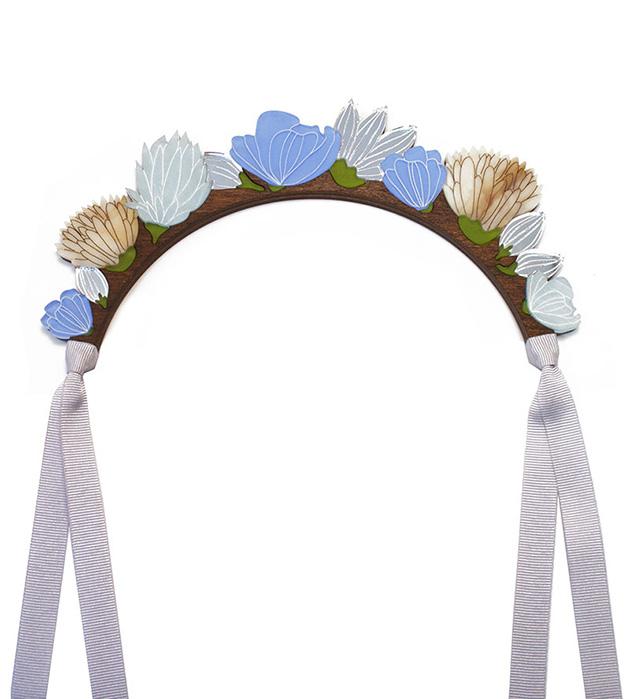 романтичное украшение золотисто-голубого оттенков Flower Headpiece Blue от Wolf&Moon