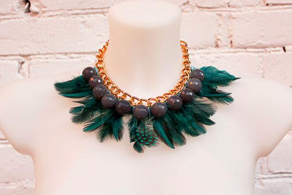 фото - зеленое ожерелье-колье из агата и перьев (ручная работа)