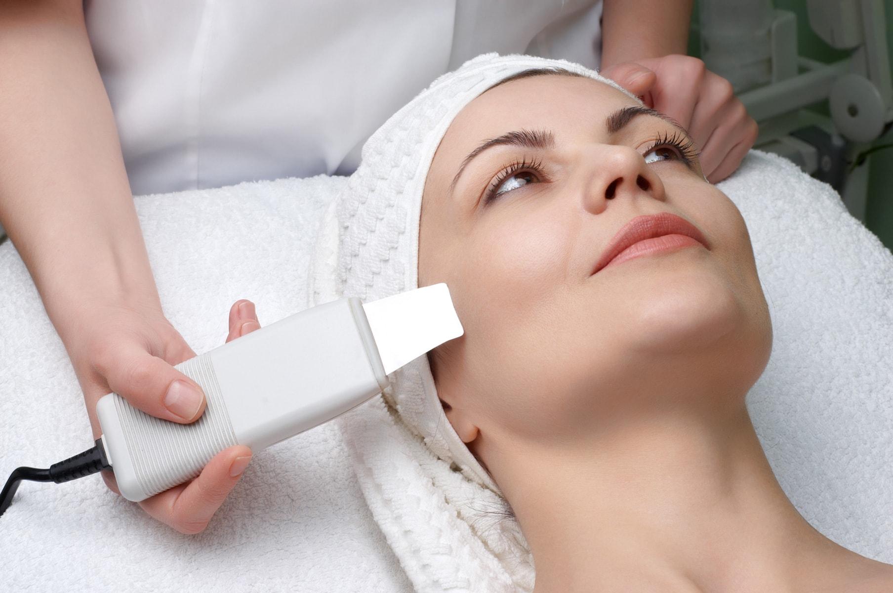 Очищаем лицо при помощи ультразвукового пилинга