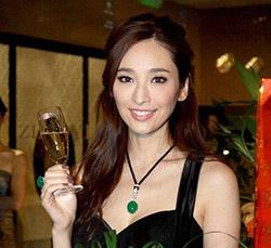 Китайская актриса с нефритом