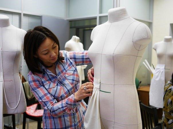 Обучение методу наколки в Академии Burda на манекенах с разметко Royal Dress forms