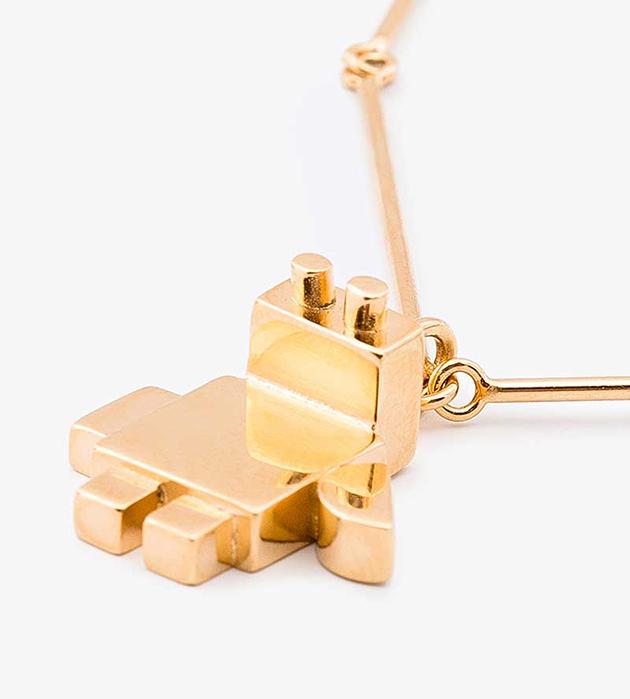 купите ироничное украшение от Sabrina Dehoff - Necklace pearl chain curbed+robo baby