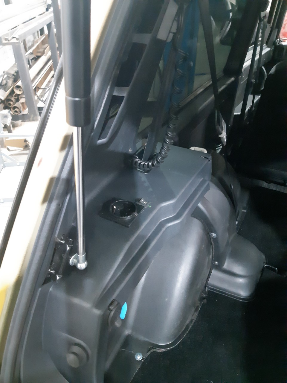 вывод розетки 220в в багажник