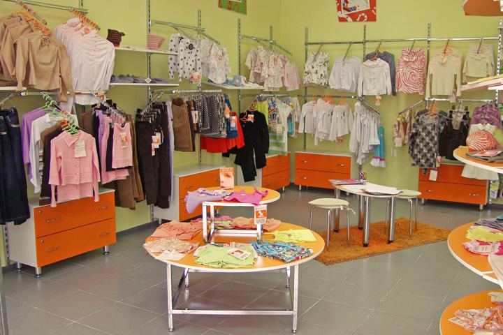 Столик для детей можно разместить в центре торгового зала