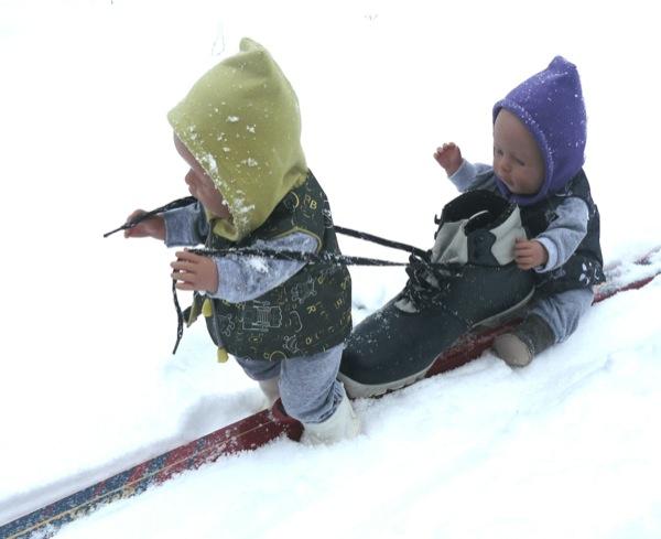 Вот на одной лыже вдвоем гораздо лучше