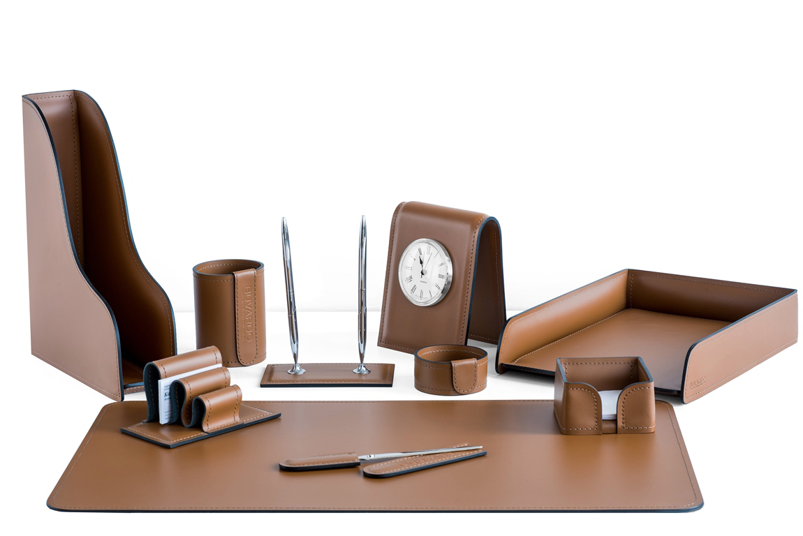 набор на стол директора кожаный коричневый с часами