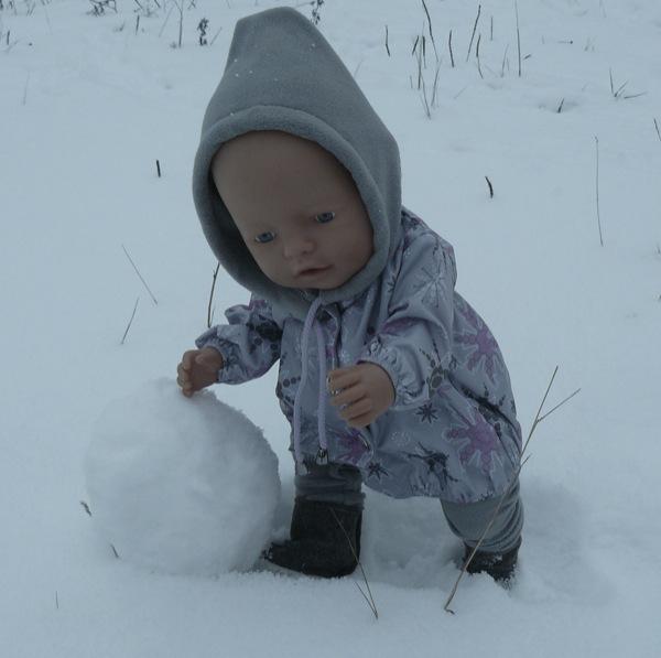 Один снежный ком  готов