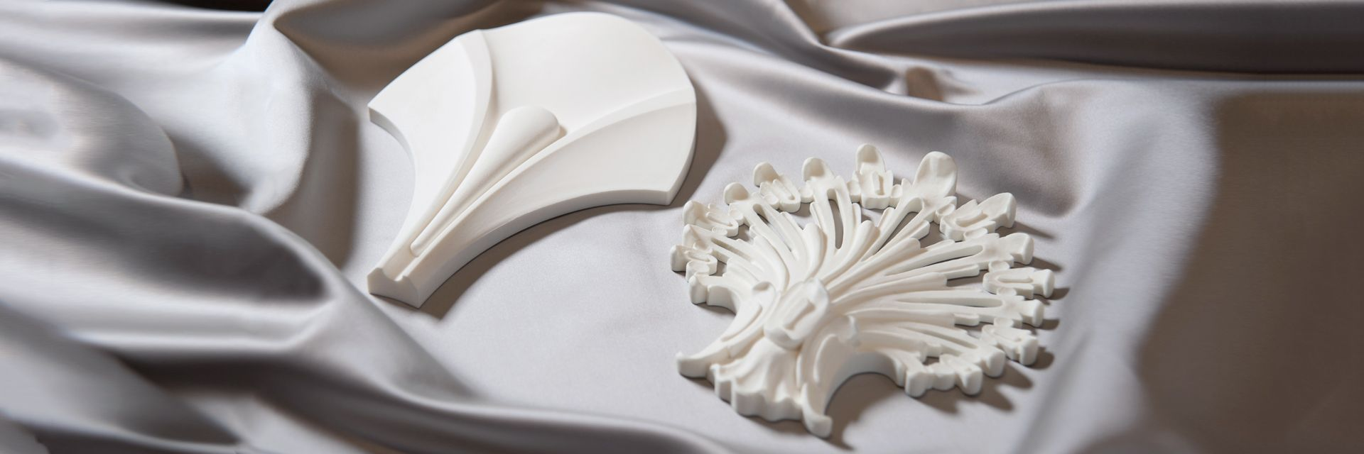Лепной декор Rodecor из полимерного гипса сочетают современные инновации, историческое наследие и модные интерьерные тренды.