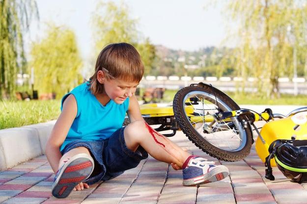 Последствия падения ребенка без защиты с велосипеда