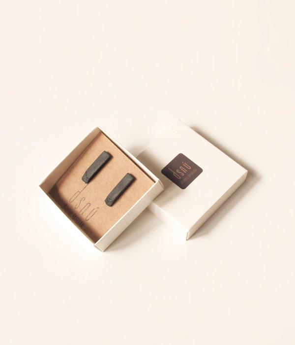 Серьги-Relive-Long-Black-от-бренда-DSNU-упаковка.jpg