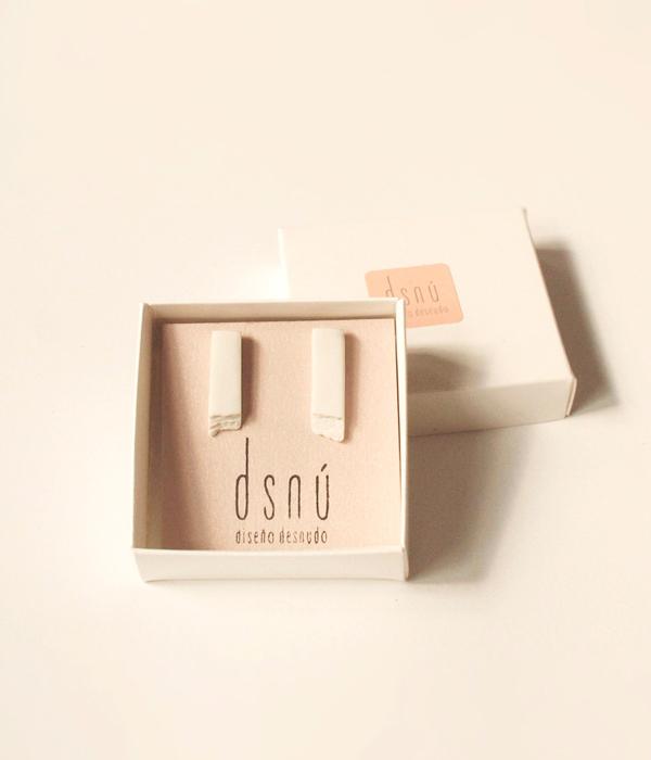 Серьги-Relive-Long-White-от-бренда-DSNU-упаковка-.jpg