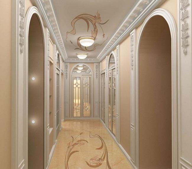 Потолочный плинтус в интерьере холла